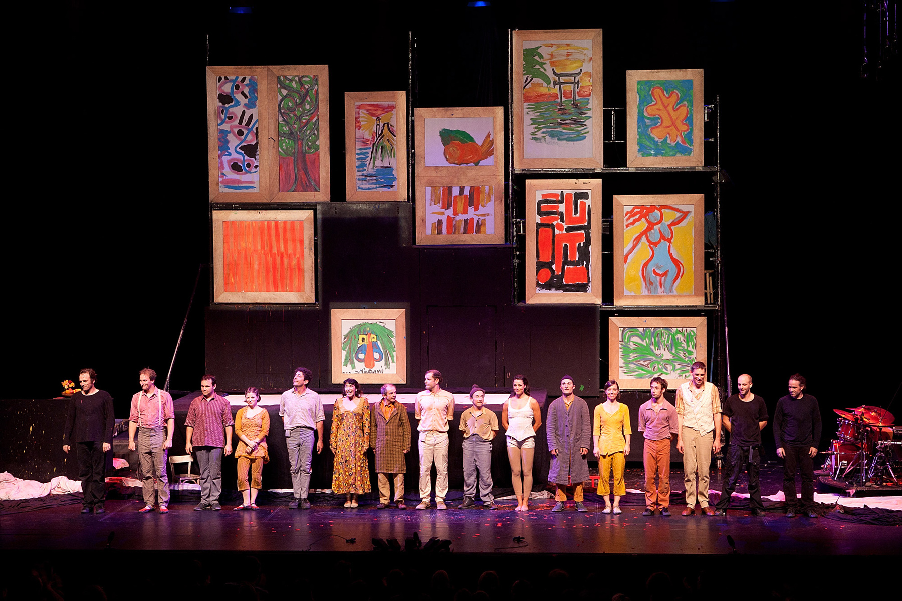 "Photo of the troup - ""L'atelier du peintre"" Alain Bernard, Cirque Plume 2009"