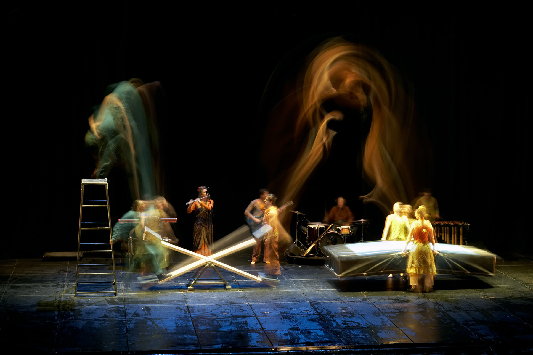 "25.Photo du spectacle - ""Plic Ploc"" Anthony Voisin, Cirque Plume 2004"