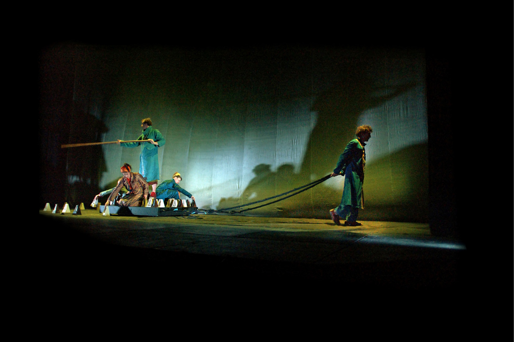 "01.Photo du spectacle - ""Plic Ploc"" Jacques Peeters, Cirque Plume 2004"