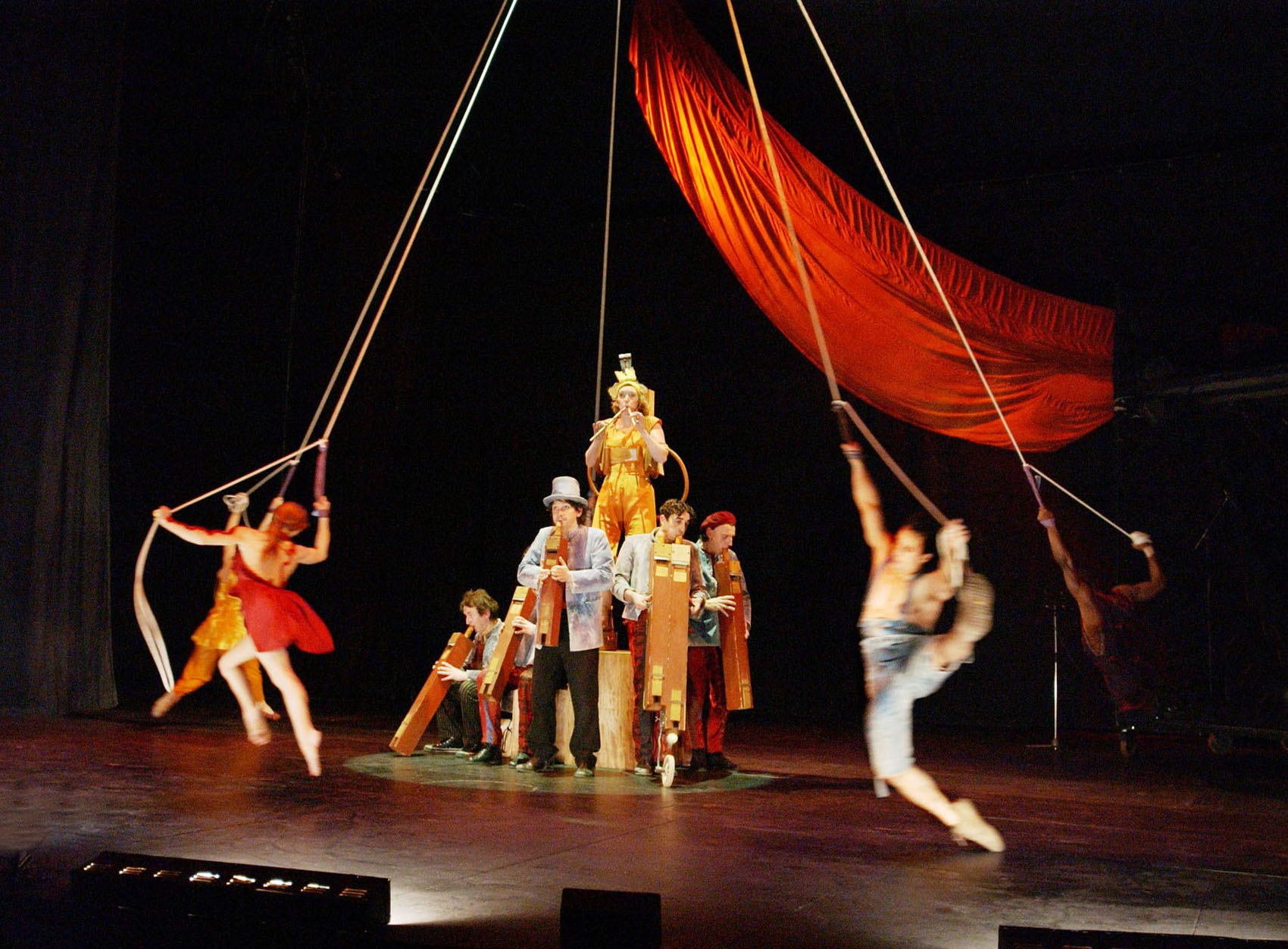 "05.Photo du spectacle - ""Récréation"" Jacques Peeters, Cirque Plume 2002"