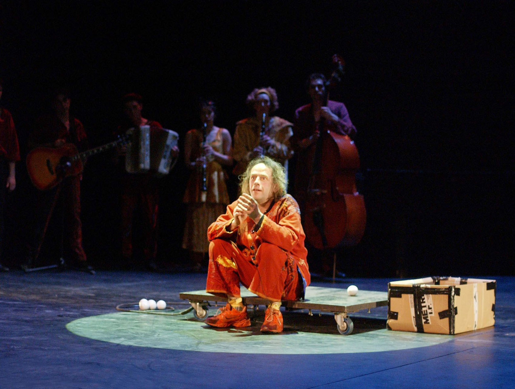 "07.Photo du spectacle - ""Récréation"" Jacques Peeters, Cirque Plume 2002"