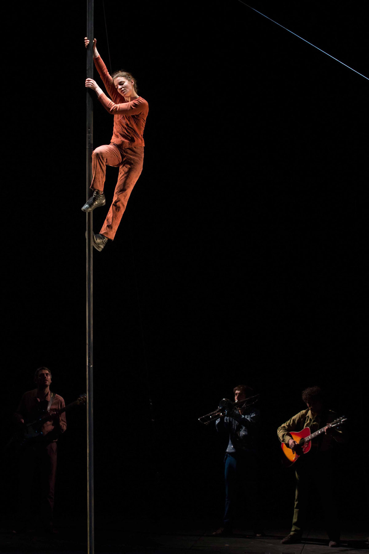 "Photo of the show - ""Tempus fugit ? une ballade sur le chemin perdu"" Yves Petit, Cirque Plume 2013"
