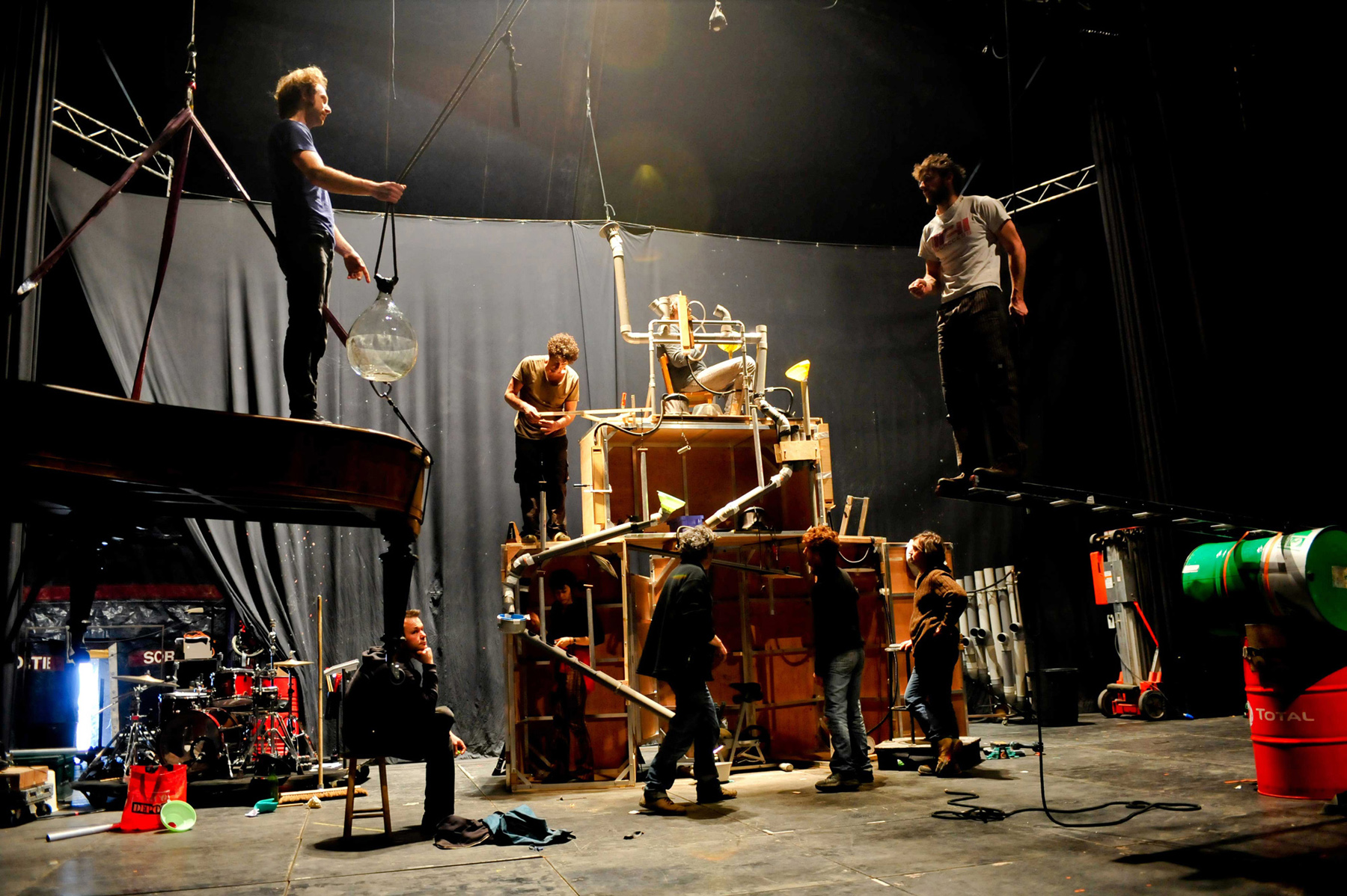 "Photo of creation and rehearsals - ""Tempus fugit ? une ballade sur le chemin perdu"" Cirque Plume"